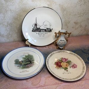 Eastern Iowa lot of old souvenirs- plates/vase